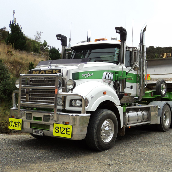 HES-Earthmoving-Mack-Superliner-64T-0415600x600